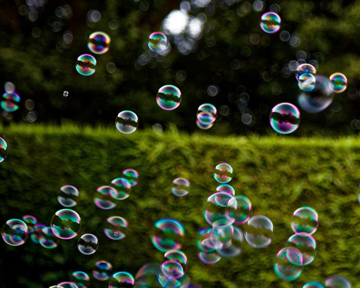 Bubble machine soap bubbles at Staplefield, West Sussex, England 02.jpg