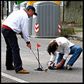 Buche stradali a Napoli - Augusto De Luca gioca a Golf nelle buche.2.jpg