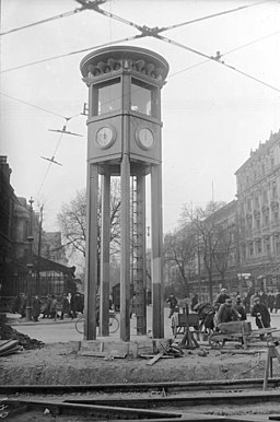 Verkehrsturm , Bundesarchiv, Bild 102-00843 / CC-BY-SA 3.0 [CC BY-SA 3.0 de (https://creativecommons.org/licenses/by-sa/3.0/de/deed.en)], via Wikimedia Commons
