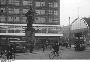 Berolina - Berolina in 1937, on the right Alexanderplatz station