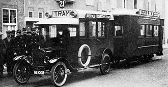 Trams in Amsterdam - In 1922, the horses of the Sloten horsecar route were replaced by tram-hauling buses, such as this one in Jacob Marisstraat.