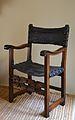 Cadira de capellà, segle XVI, Museu de Ceràmica de València.JPG