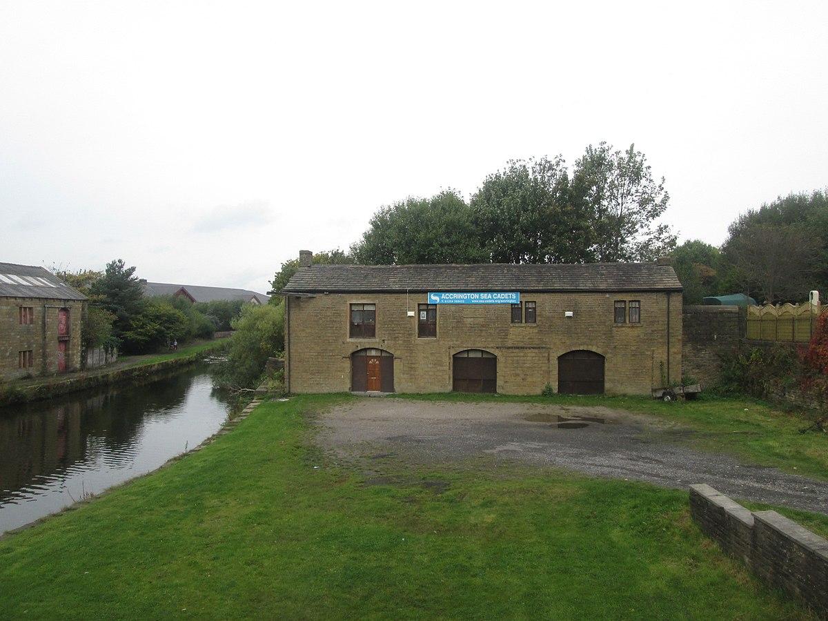 Canal stable block, Clayton-le-Moors.jpg