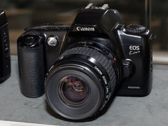 Canon EOS Kiss front-left 2016 Canon Plaza S.jpg