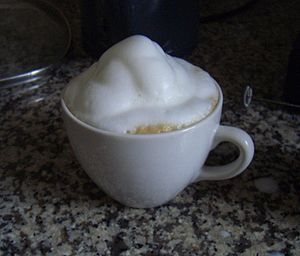 English: Cappuccino with a lot of milk froth