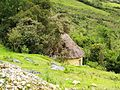 Casa rodona reconstruida a la manera de la cultura Chachapoyas de Kuelap.jpg