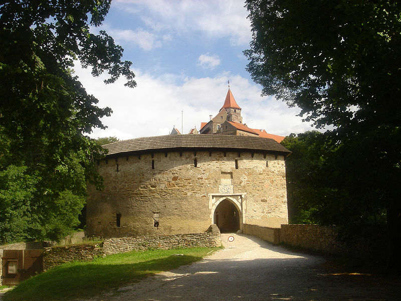 Datei:Castle-Pernstejn-Czech-Rep.jpg