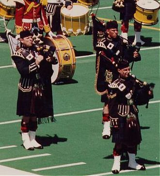Doublet (Highland dress) - Calgary Highlanders Pipes and Drums with later CDS General John de Chastelain (left), 30 June 1990