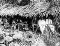 Central-Celebes. Skjul i bergen mellan Gimpoe och Kantewoe, använt som nattkvarter. Sulawesi - SMVK - 1598D.tif