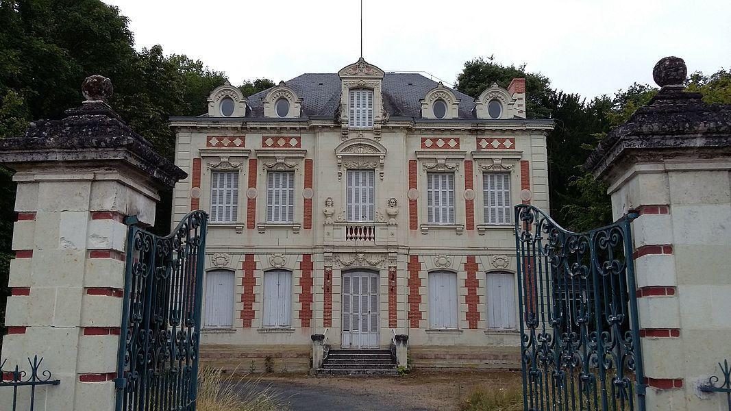 Façade du château de la Caillerie à Avoine (Indre-et-Loire). Édifié en 1863.