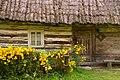 Chałupa drewniana latem.jpg