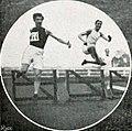 Charles Hervoche (à G.), champion de France du 110 mètres haies en 1909 (et du saut en longueur en 1907 et 1908).jpg