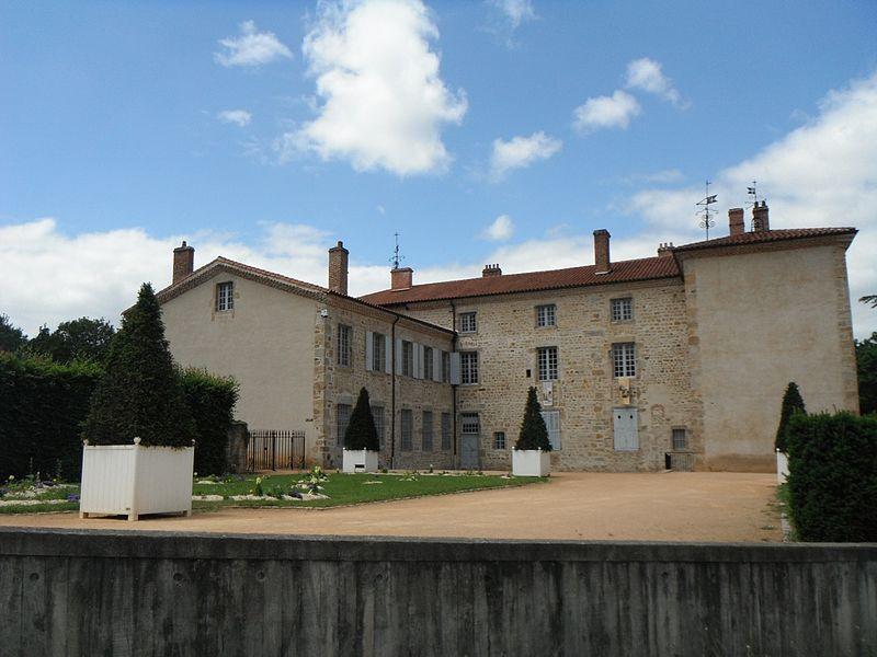 Château des Bruneaux, cour