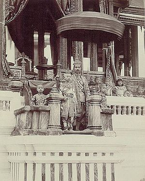 Vajirunhis - Maha Vajirunhis with his father King Chulalongkorn in court dress at the Grand Palace