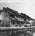 Collectie NMvWereldculturen, TM-20000876, Negatief, 'De oude Chinese wijk, met op de voorgrond betjaks', fotograaf Boy Lawson, 1971.jpg