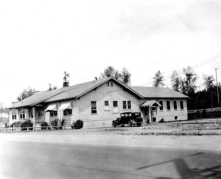 College of Fisheries building, University of Washington, ca 1921 (COBB 327).jpeg