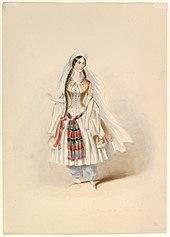 Mujer de pie con largo cabello trenzado