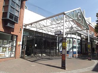 CrownGate Shopping Centre - Image: Crown Gate Broad Street, Worcester (20421049382)