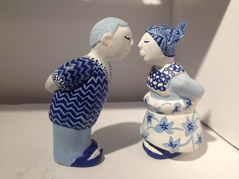 Bestand:DDW2017 - Klokgebouw - Delftware - To kiss or not to kiss - 4 Suriname.JPG
