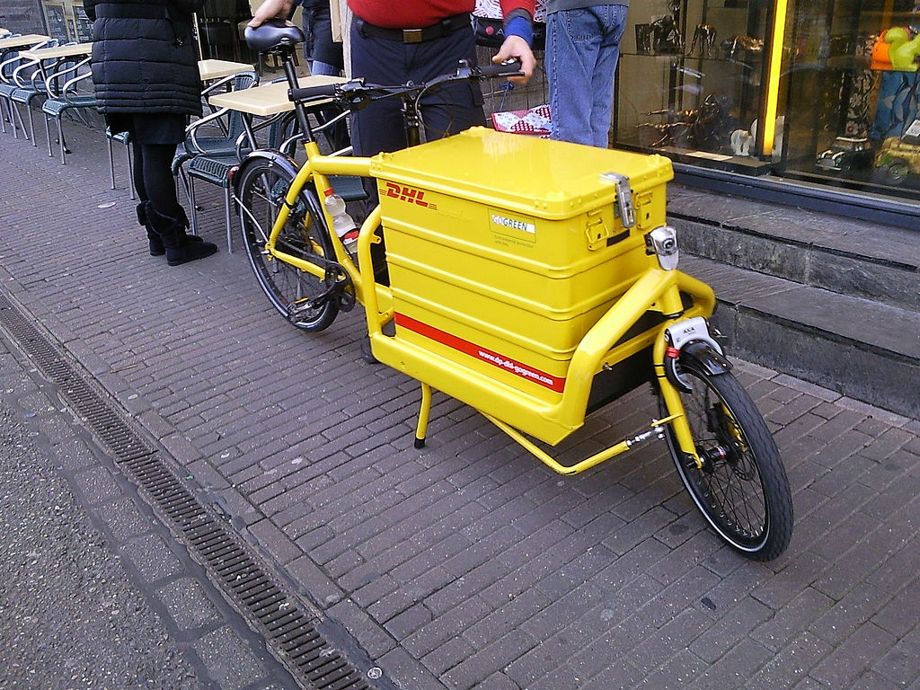 file dhl postal cargo bike wikimedia commons. Black Bedroom Furniture Sets. Home Design Ideas