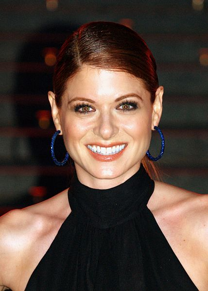 Debra Messing's Golden Globe Look Created Using Tarte