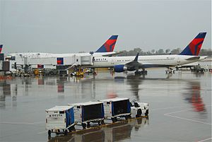 Minneapolis–Saint Paul International Airport - Delta Air Lines Boeing 747-400 and 757-200 at MSP