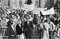 Demonstratie in Den Haag tegen het bewind in Argentinië de kamerleden Relus te…, Bestanddeelnr 932-0649.jpg