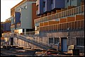 Detail odvážného (netradičního) architektonického řešení fasády objektu Kaskády u Botiče. - panoramio.jpg