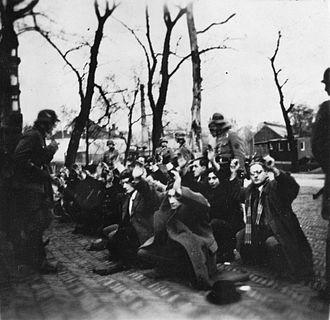 February strike - Image: Duitse razzia op het Jonas Daniël Meijerplein te Amsterdam