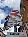 Durchfahrt verboten-Schild am Sonnenplatz Hof 14072019 001.jpg