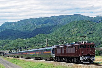 JNR Class EF64 - Image: EF64 37 Shinshu Cassiopeia Cruise 20160930