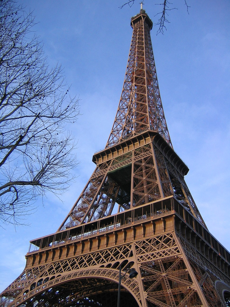 Eiffel tower, extreme angle, 2003