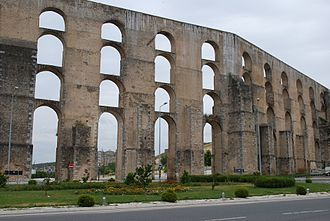 Amoreira Aqueduct - The four registers of the waterway at the extreme height