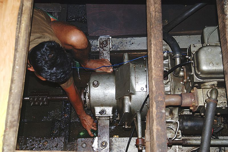 turning the engine - kerala house boat