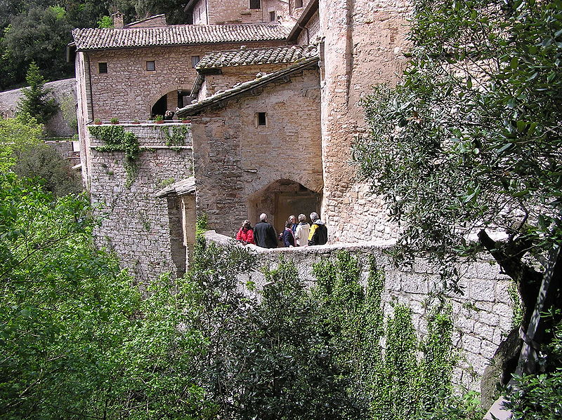 File:Eremo-delle-Carceri-Assisi.JPG