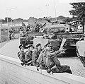 Escadrons tanks vertrekken van station Amersfoort voor grote oefening Big Ferro , Bestanddeelnr 926-6718.jpg