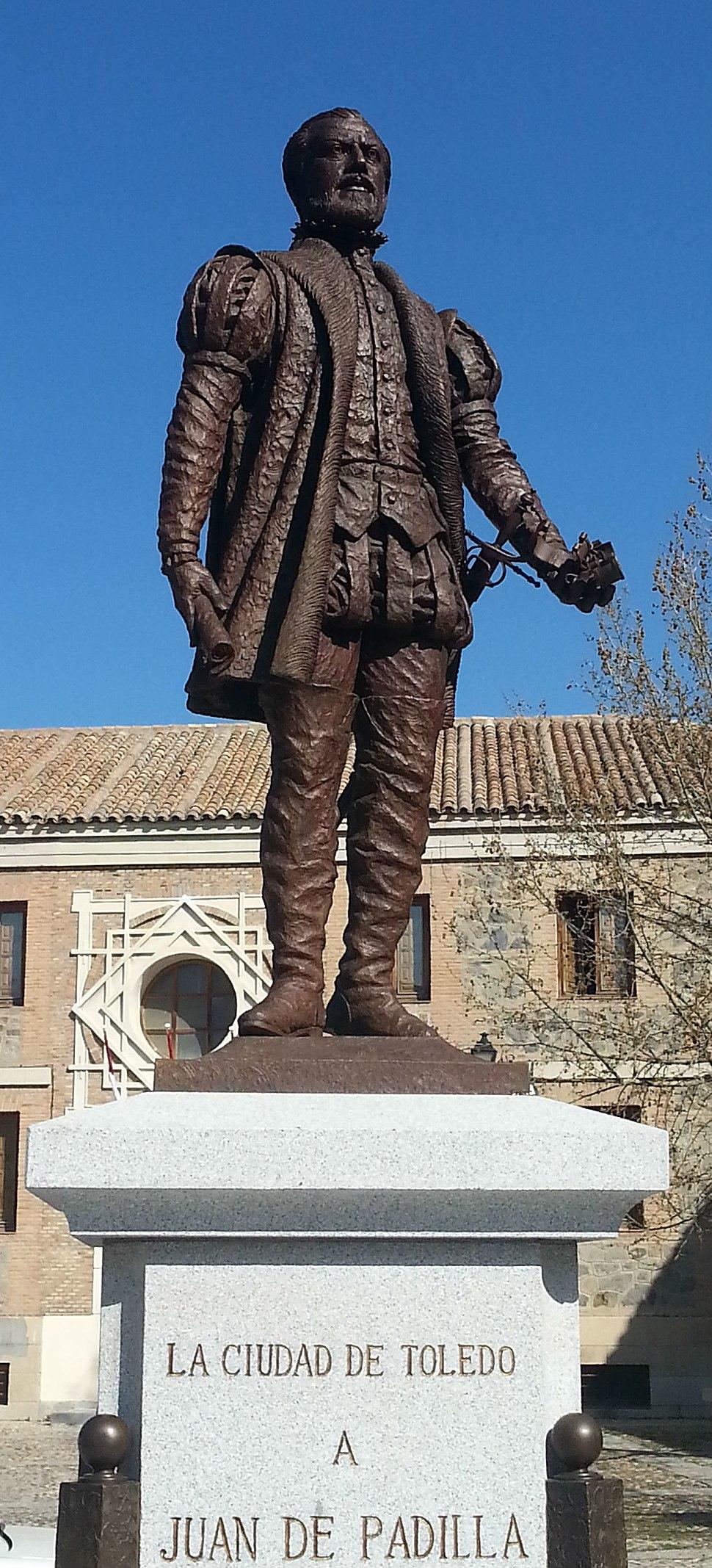 Escultura en bronce de Juan de Padilla, obra del escultor toledano Julio Martín de Vidales