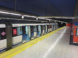 Line 11 (Madrid Metro) - Image: Estación de La Peseta (Metro de Madrid) (MAG)