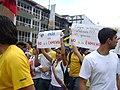 Estudiantes y pancartas.JPG