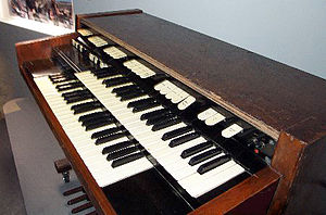 Richard Wright (musician) - Wright's Hammond M-102 organ, used on Pink Floyd: Live at Pompeii.