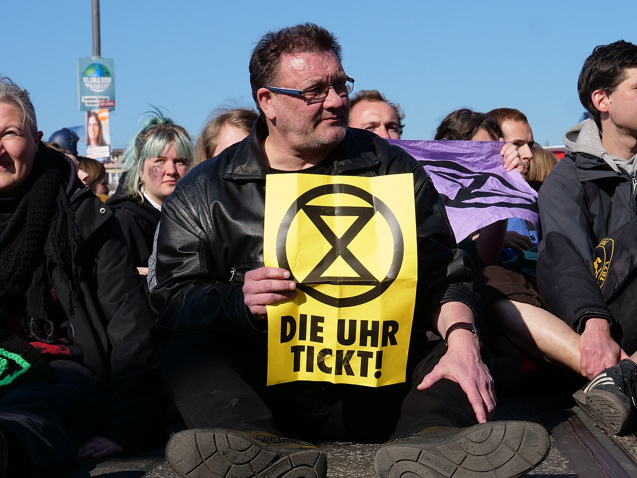 Extinction Rebellion blockade of the Oberbaumbrücke 12.jpg