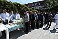 Fællesspisning i gården ved den nye moske i Allehelgensgade (27163262047).jpg