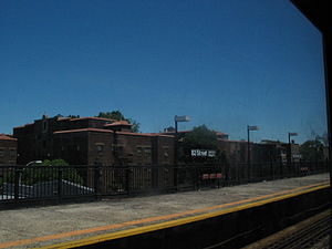 82nd Street–Jackson Heights (IRT Flushing Line) - Image: F Lushing Line 82nd Street
