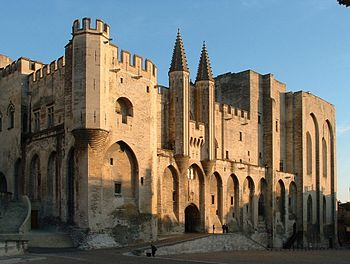 Front of Pope's Palace in Avignon. Deutsch: Vo...
