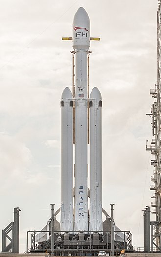 Falcon (rocket family) - Falcon Heavy on pad LC-39A