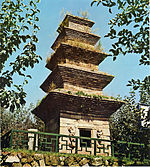 Five-story Brick Pagoda at Jotap-ri in Andong, Korea 01.jpg