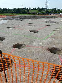 Fouiles du grand oppidum de Moulay, trous de poteaux..jpg