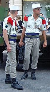 b9d9255e1bd Uniforme militaire. Un article de ...