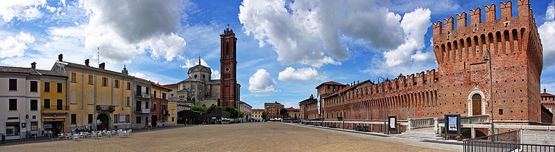 Galliate piazza panoramica2.jpg