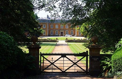 Gate to Farnborough Hall - geograph.org.uk - 1994497